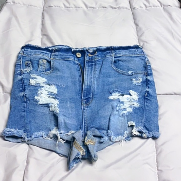 Size 10 American eagle shorts ✨